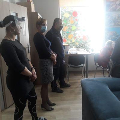 """Policjanci uczyli seniorki ze """"Srebrnej Podkowy"""" jak nie dać się oszukać"""