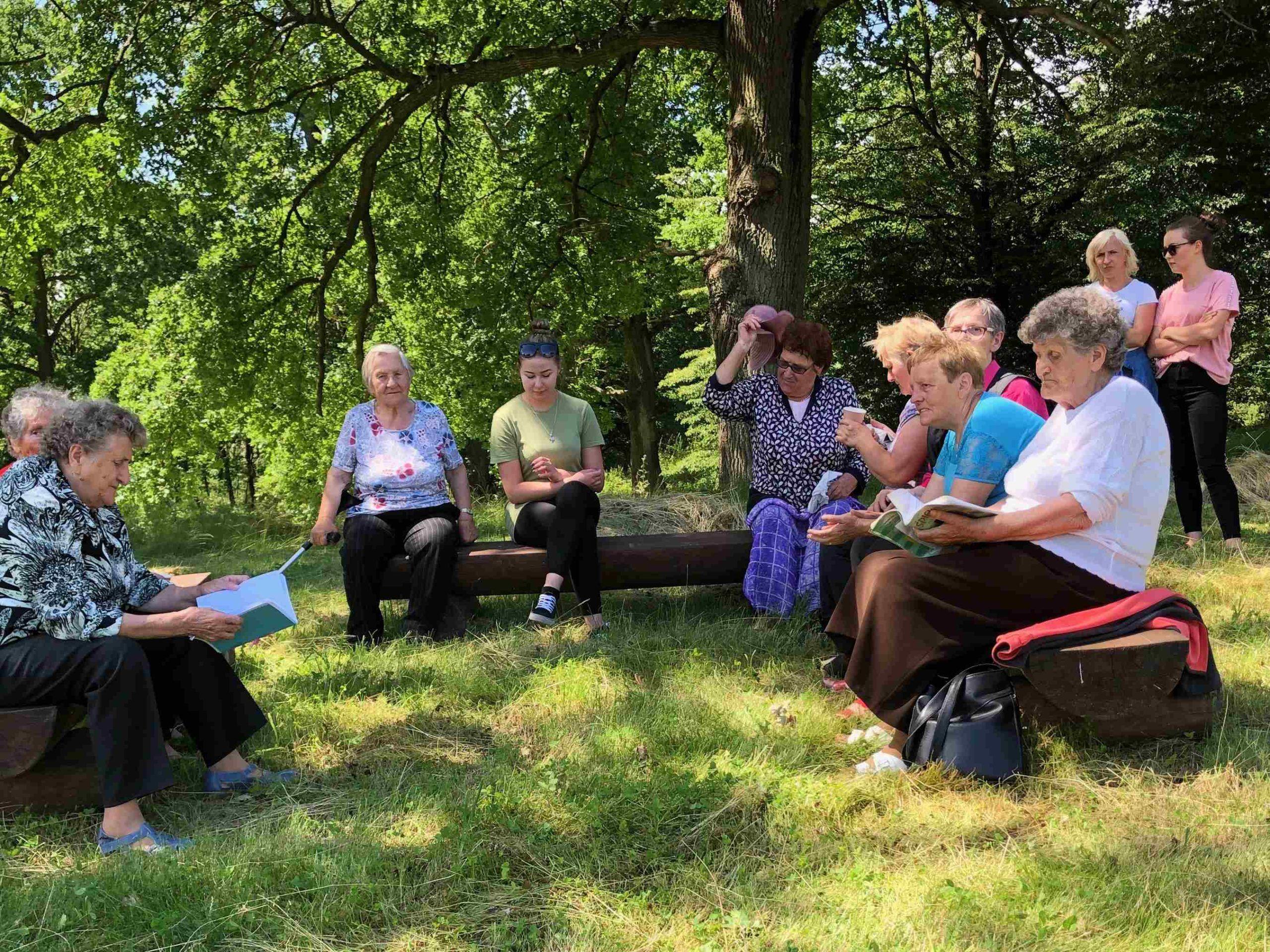 Seniorzy aktywnie spędzają czas z GOSTiR-em