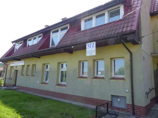 Budynek Ośrodka Zdrowia w Krzelowie.
