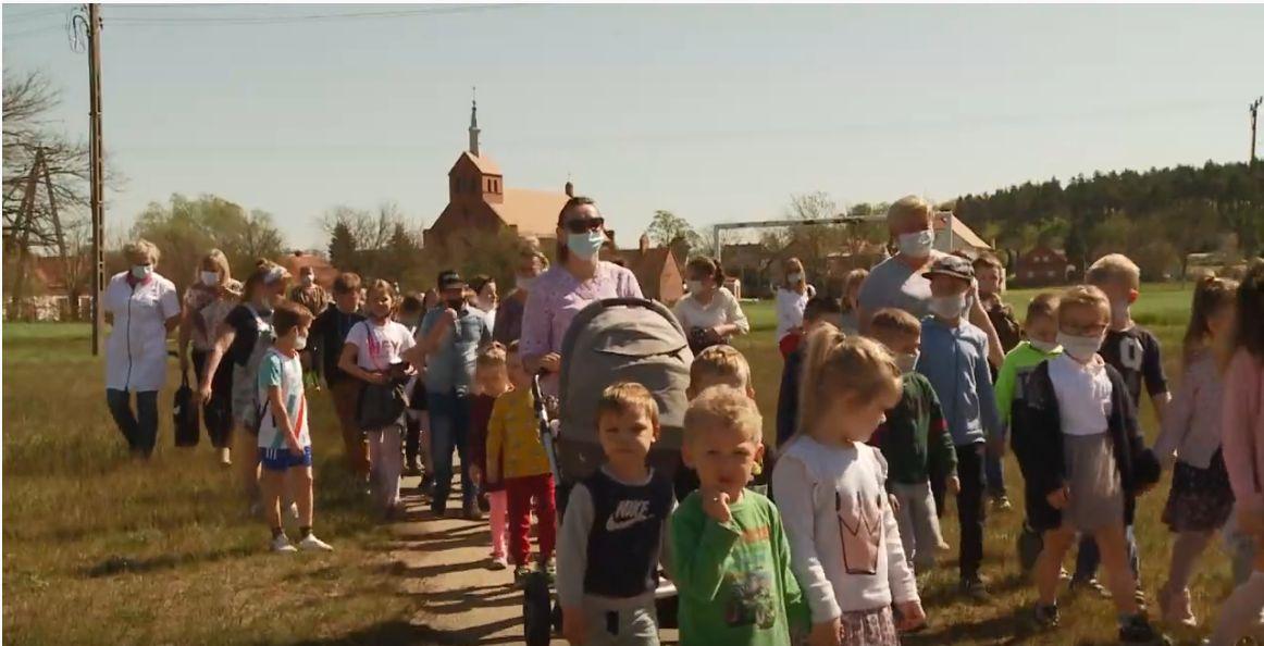 Screen z filmu promującego Krzelów